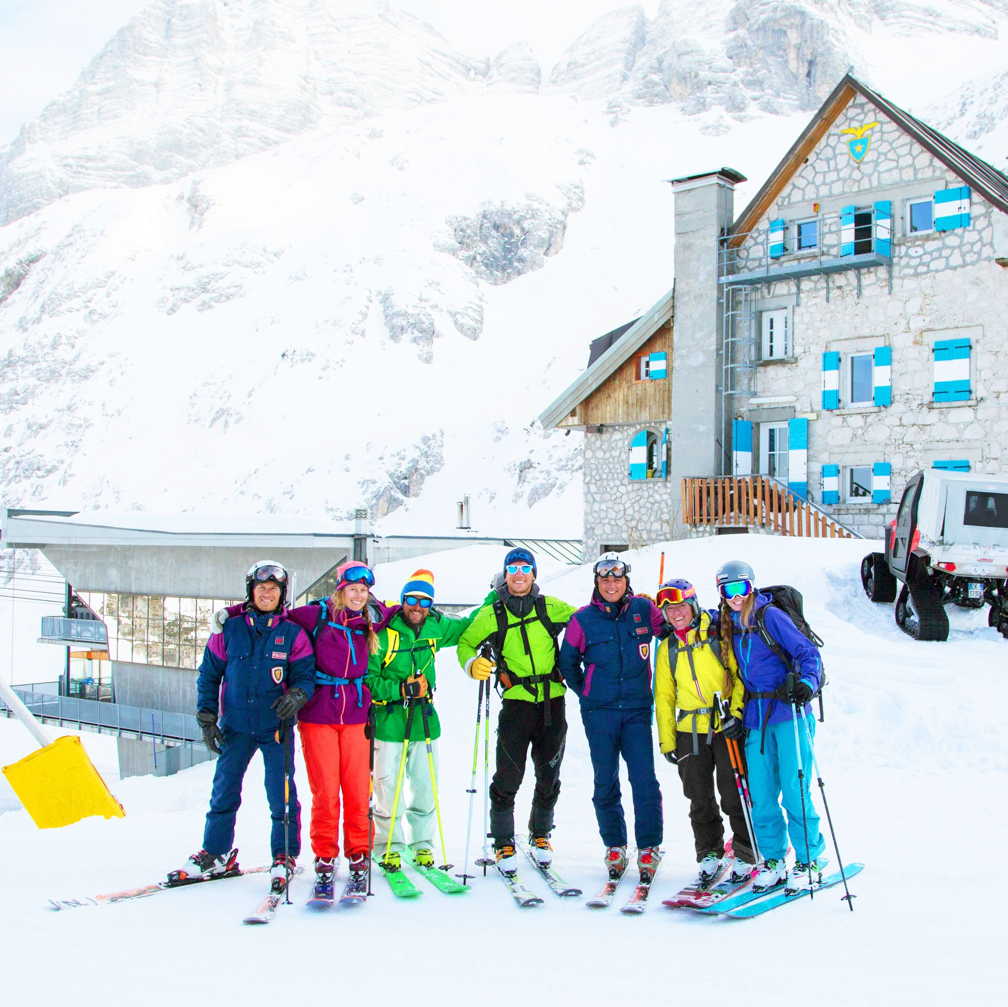 Looks like everyone is enjoying their time on the mountains! #lifedreamsholidays #thelifedreams #mountainholidays #skiing #skiholidays #winterholidays #sunny