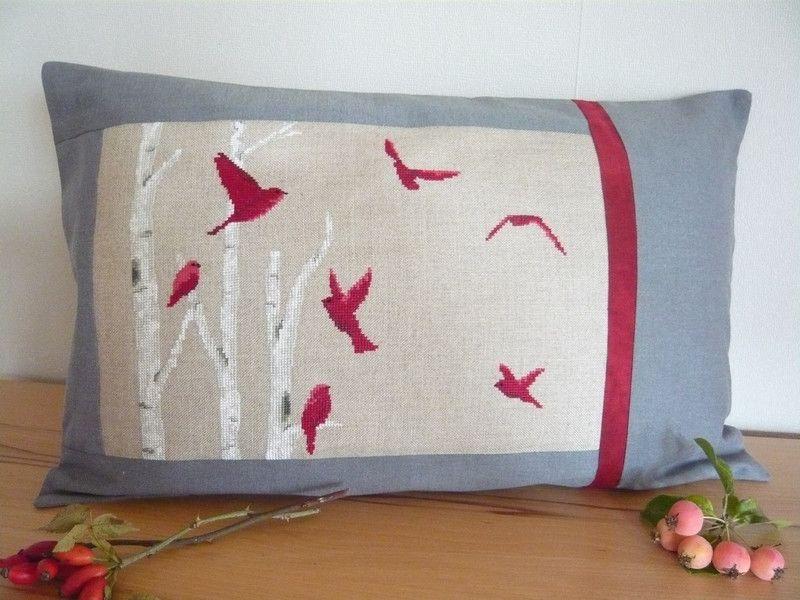 Kissenbezüge - Dekokissen **Vogelschar** in Kreuzstich - ein Designerstück von assili-1966 bei DaWanda