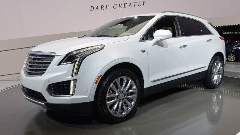 Cadillac Revealed The All New 2017 Xt5 Crossover At La Auto Show Replacing Outgoing Srx With An Model To Better Fend Of Compeion