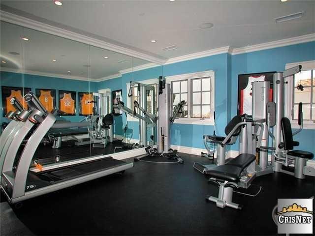 Go Inside 13 Celebrity Home Gyms! Basement gym, Basements and Gym