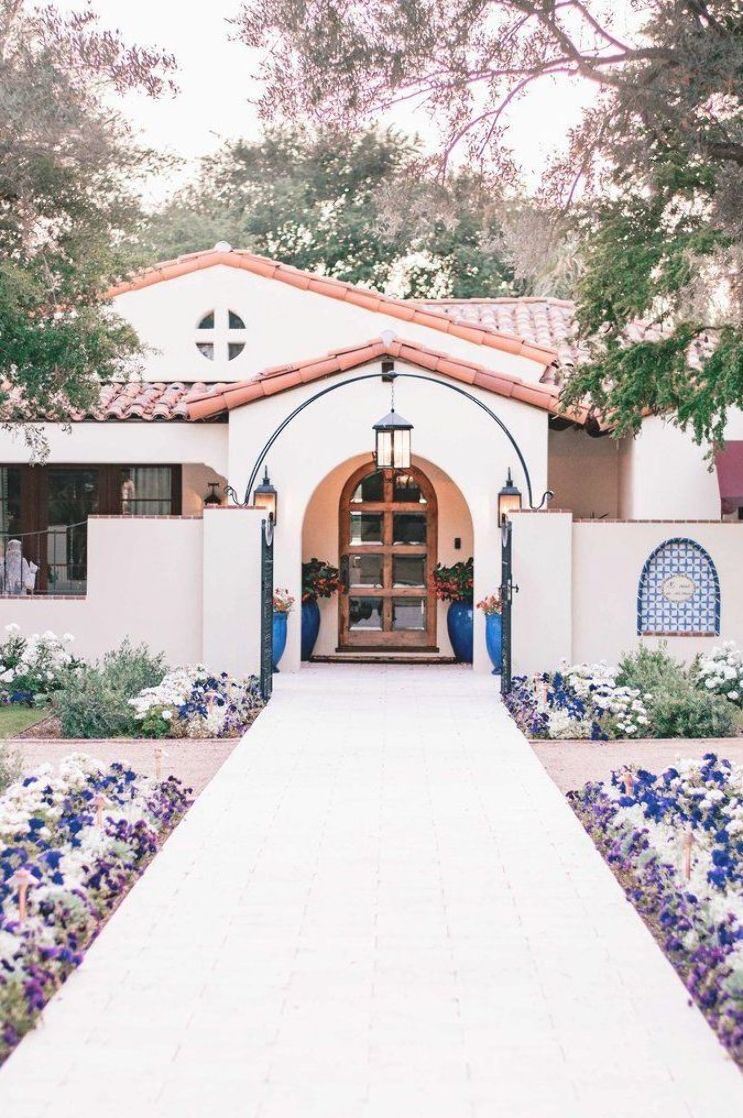 Where Can The Most Beautiful Homes And The Best Attractions Be Found In Phoenix Arizona The Charming A In 2020 Spanish Style Homes Hacienda Style Homes Spanish Style
