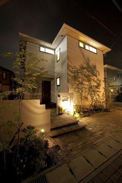 照明の素敵なシンプルモダン外構 サンリブ 兵庫県k様邸 Spectacular Garden Lighting By Lighting Professionals シンプルモダン 外構 玄関アプローチ モダン 住宅 外観
