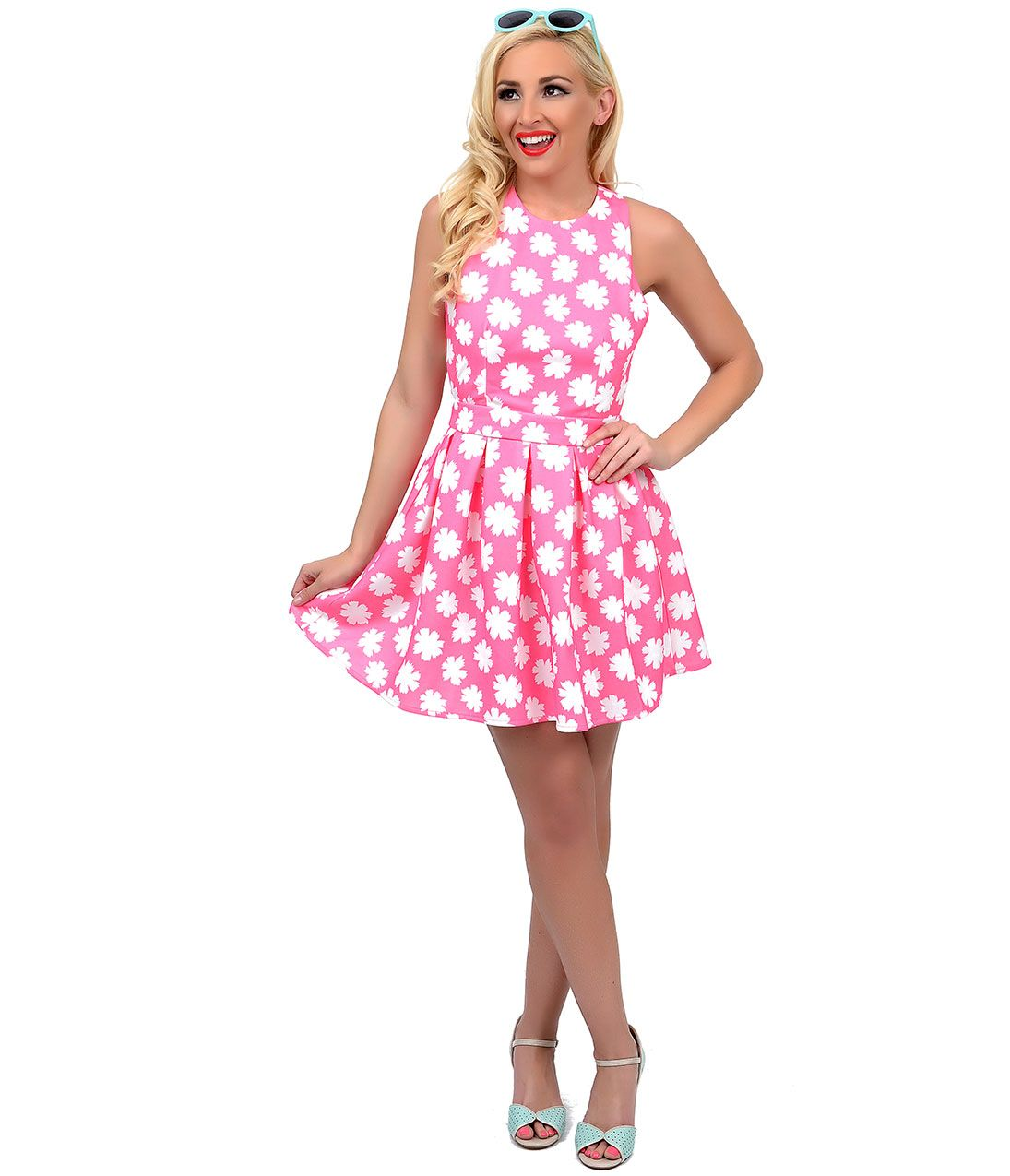 Pink cut out dress  In this picture the girl is wearing a pink floral print dress with