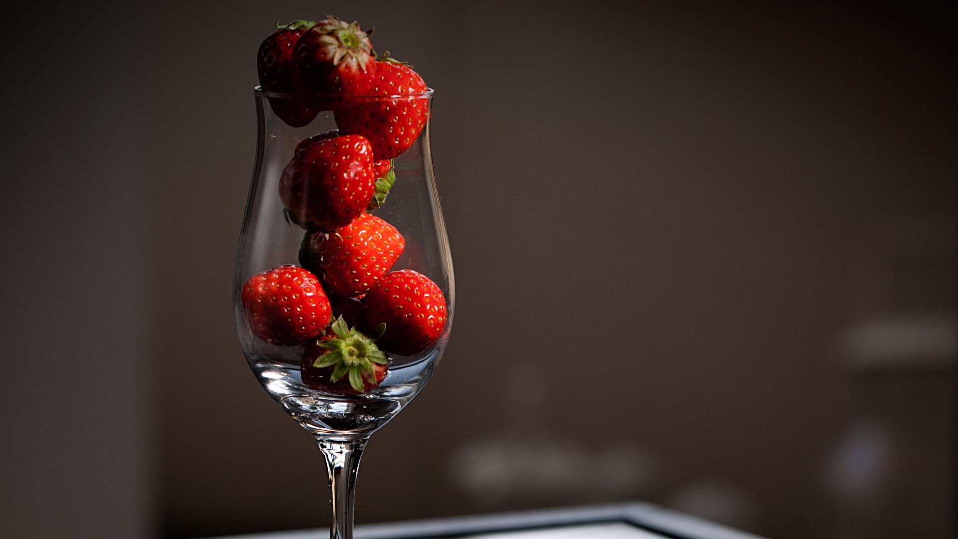Download Hd Wallpaper Of Strawberry Juice: Awesome Strawberries In Glass HD