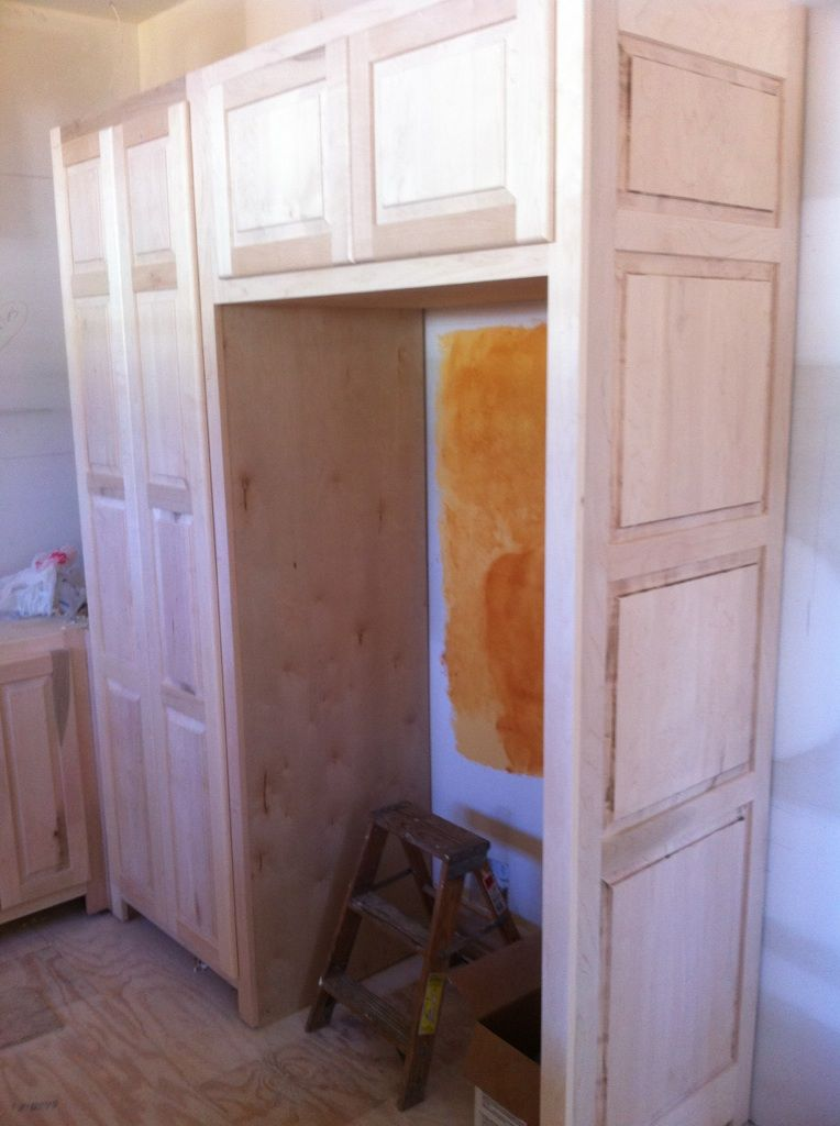Kitchen cabinets in maple. Done in late 2010