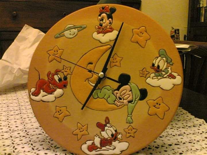 orologio dipinto con il metodo di cuerda seca.