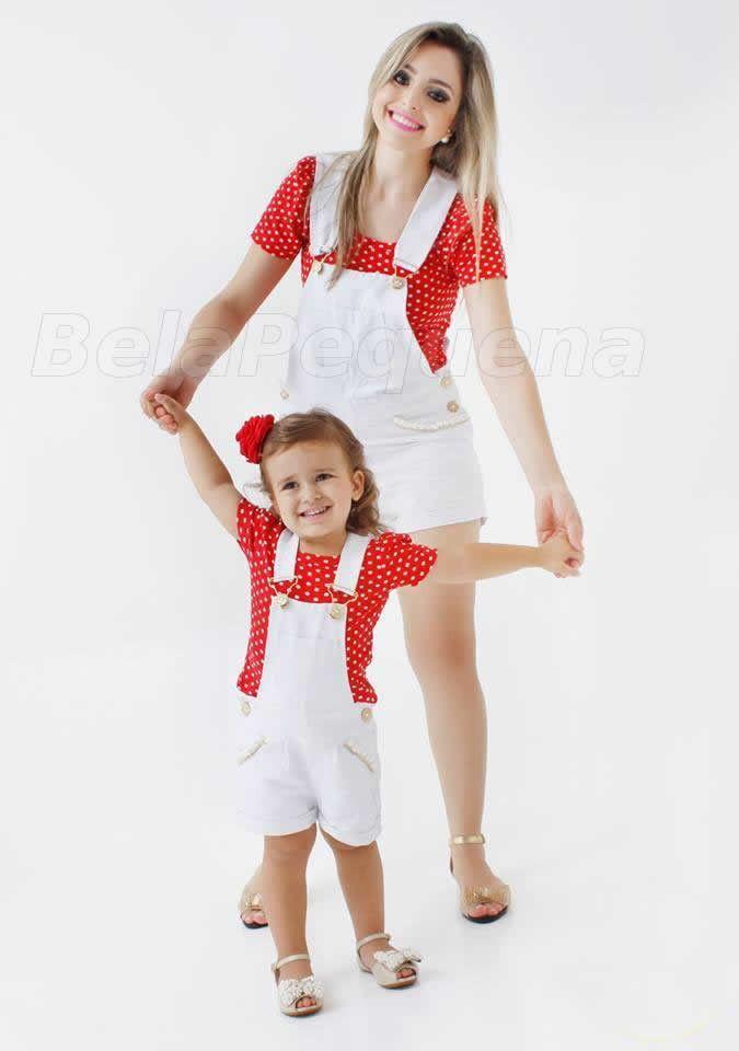 1d00dac9d Conjunto de jardineira shorts branco com aplicaçao de perolas no bolso e  blusinha de malha vermelha de bolinha branca Não acompanha acessório de  cabelo.