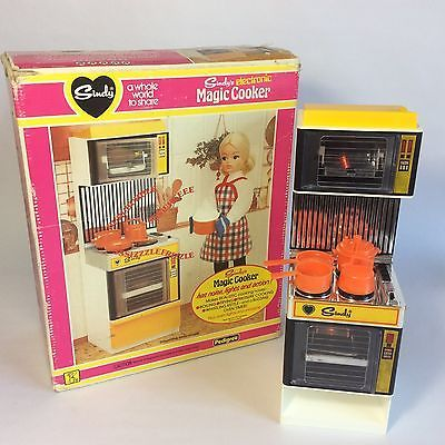 Vintage Pedigree Sindy Doll House Furniture   Electronic Magic Cooker + Box