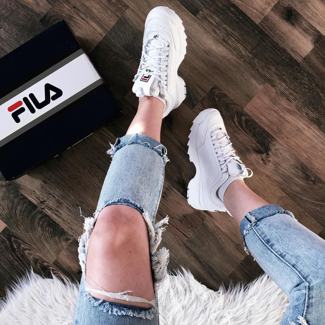 Pin by Sarah Barili on Style in 2019 | Sneaker outfits ...