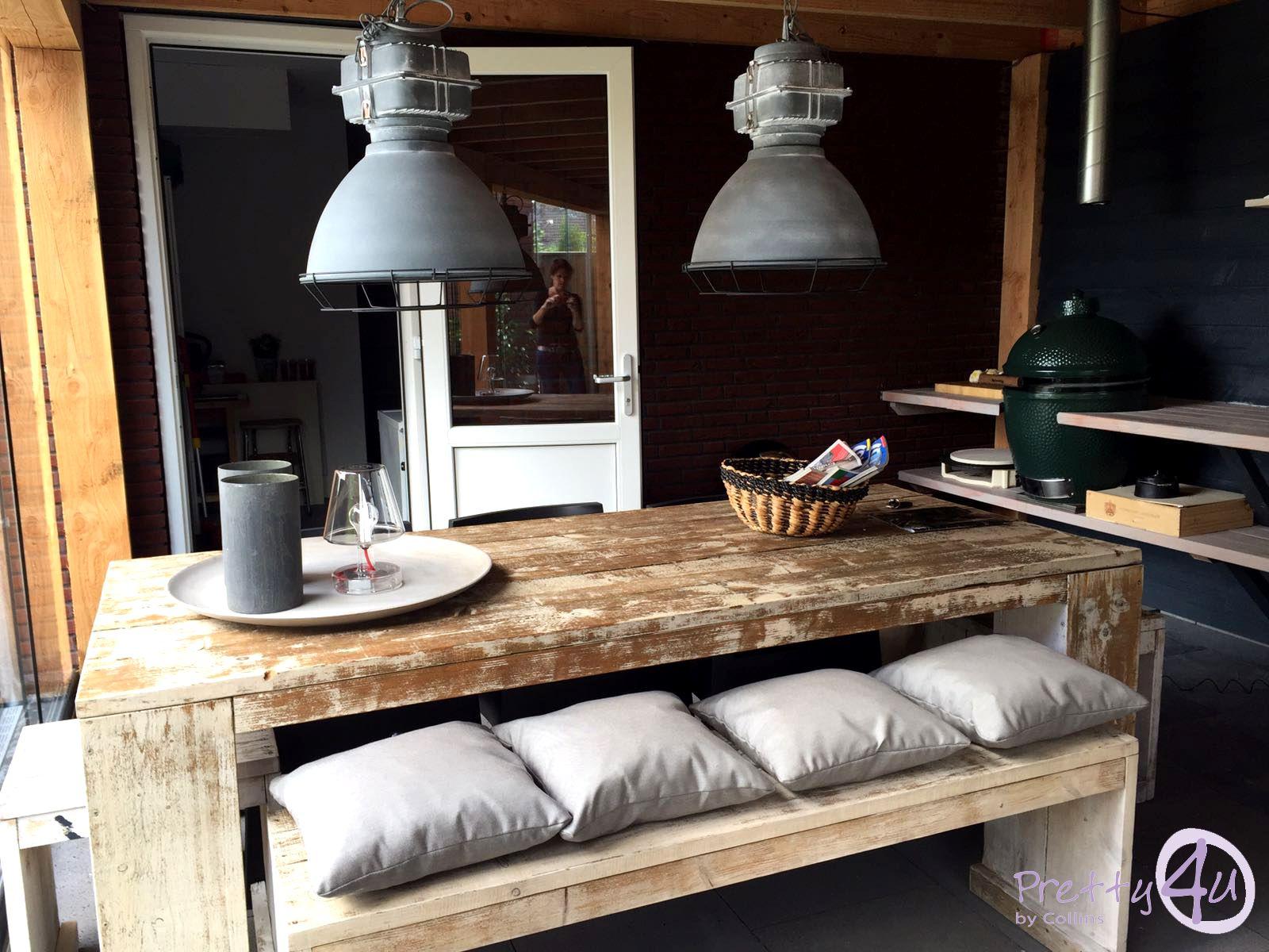 Woonkamer Van Muji : Buitenverblijf sfeervol gestijld als tweede woonkamer dat is