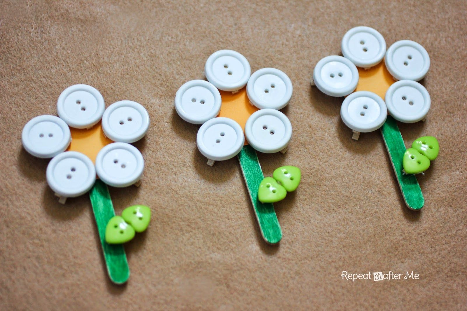 Clothespin Daisy Flowers Repeat Crafter Me: Button Clothespin Daisy Flowers- modify to make affordable for SWAPS for camp or sister to every Girl Scout Daisy visitRepeat Crafter Me: Button Clothespin Daisy Flowers- modify to make affordable for SWAPS for camp or sister to every Girl Scout Daisy visit
