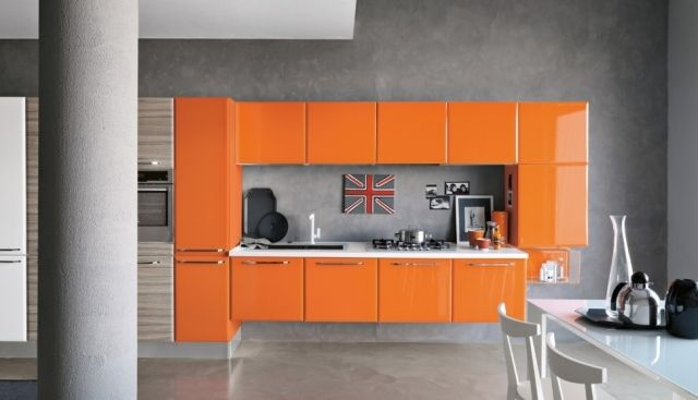italienisches design k che orange hochglanz fronten ohne griffe wand putz ideen rund ums haus. Black Bedroom Furniture Sets. Home Design Ideas