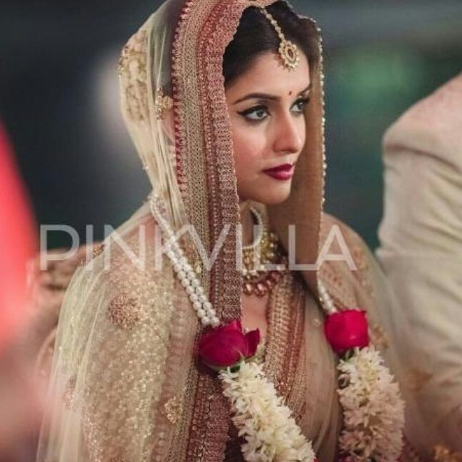Pinkvilla On Instagram Uff We Can T Get Enough Of The Gorgeous Bride Wish You A Blissful Stylish Wedding Indian Wedding Pictures Beautiful Wedding Photos