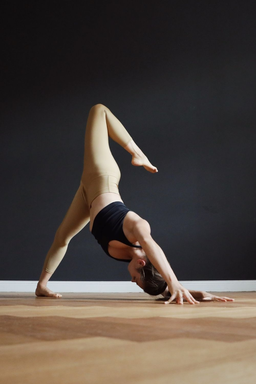 Yoga Posen Inspiration By Mady Morrison Yoga Anfanger Yoga Inspiration Yoga Bilder