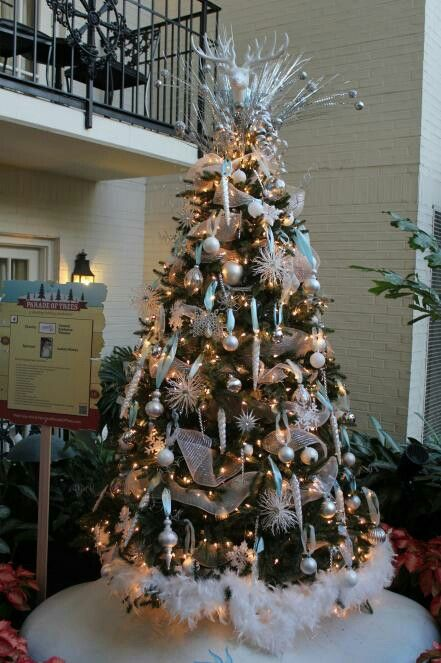 Pin by Alexis Ames on Christmas Decorating   Christmas tree decorations, Country christmas trees ...