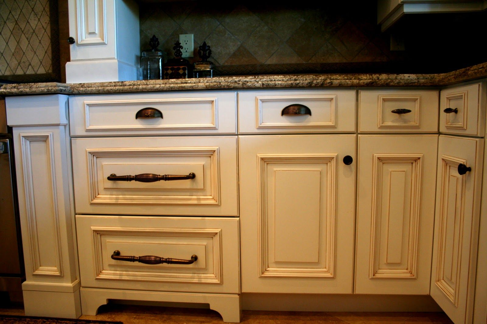 Kitchen Cabinet Knobs And Pulls Kitchen Cabinets Knobs And Pulls | Pulls Mixed With