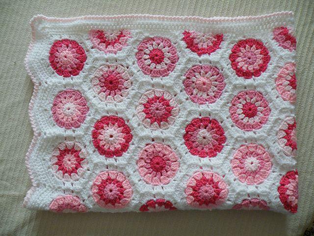 Beautiful Hexagon Blanket with half-hexagons along side | DIY ...