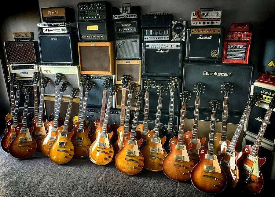 Gibson Les Paul Collection....I\'d like to know who gets to change ...
