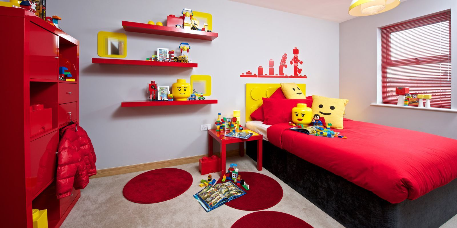 The Ultimate Kid\'s Room Made With a Favorite Toy | Lego room decor ...