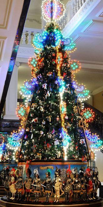 Dolce Gabbana Sicilian Christmas Tree In Claridge S Hotel London Bebe Christmas Trees Around The Wor Christmas Christmas Tree Beautiful Christmas Trees