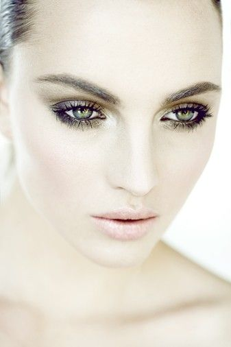 silver eyeliner can be done!