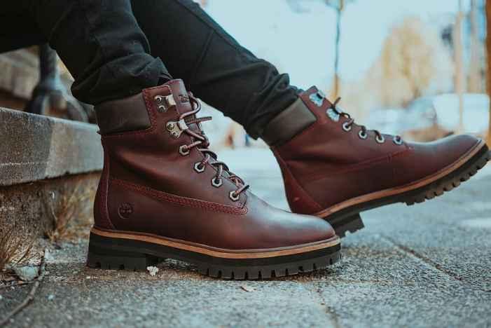10 Best Work Boots for Flat Feet 2020