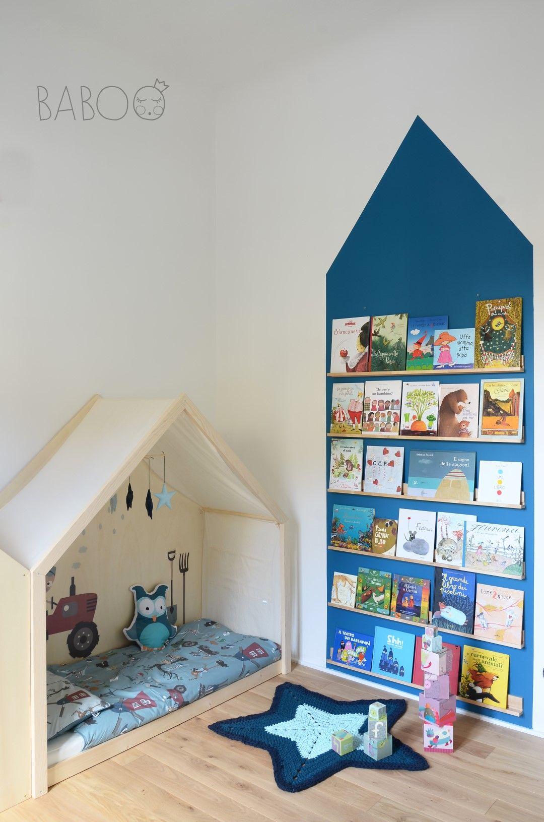 Libreria con portacornice ikea kids corner playroom for Mobili montessori