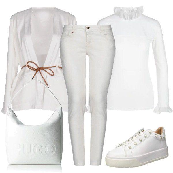 25bb23a9b4 Look total white ideale per le commissioni giornaliere, comodo e pratico,  accompagnato da sneakers