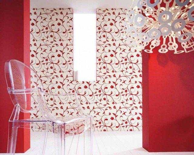 papiers peints salon aux motifs floraux et baroques - tapeten wohnzimmer rot