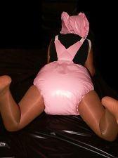 Adult big spreading diaper girls
