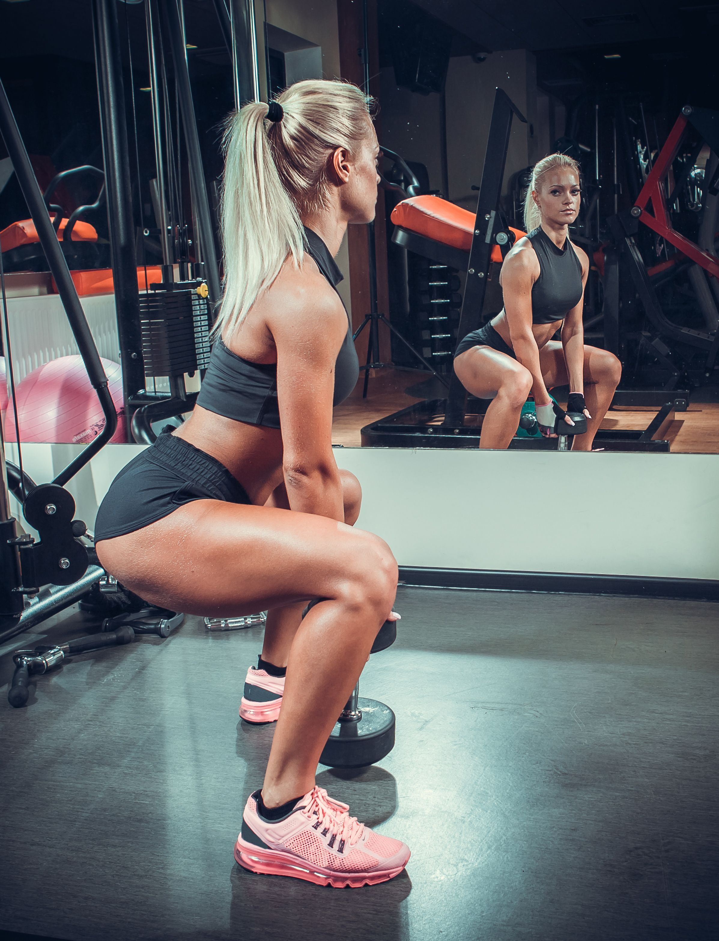 girls-that-do-squats