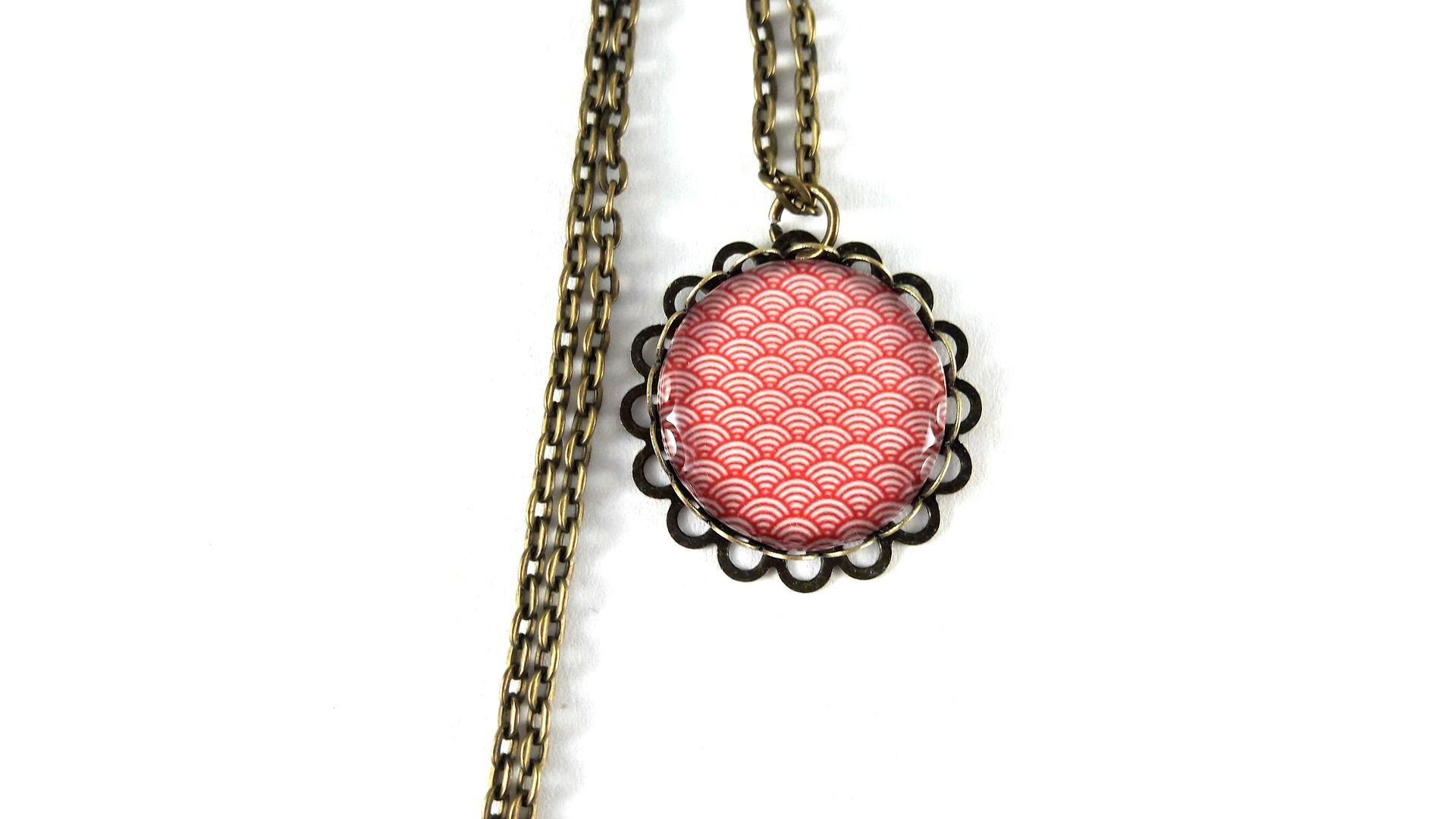 Sautoir rétro motif vagues japonaises rouges vintage cabochon : Collier par lunipassion