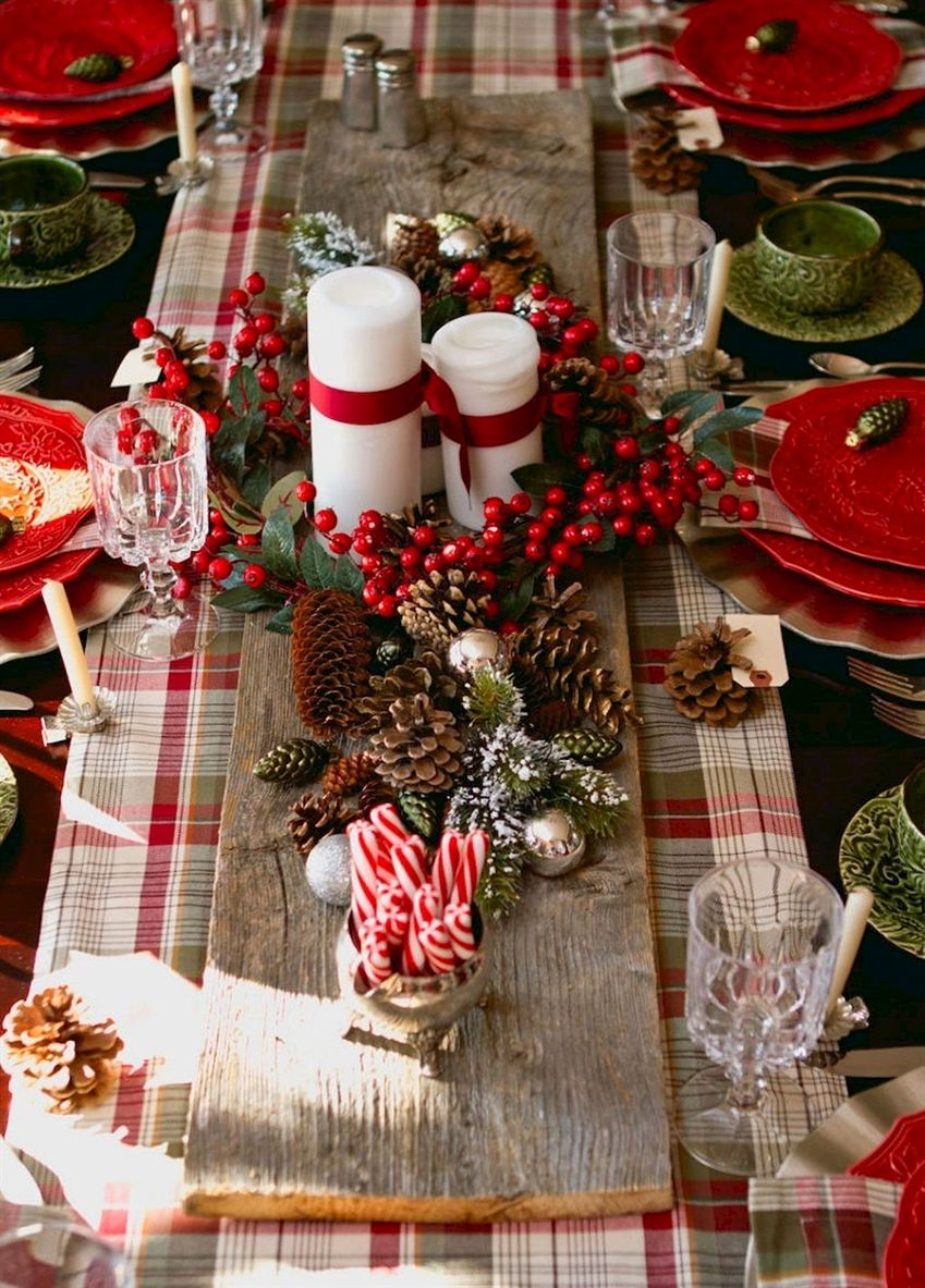 Christmas Table Traditional Setting Green And Red Christmasdecorations