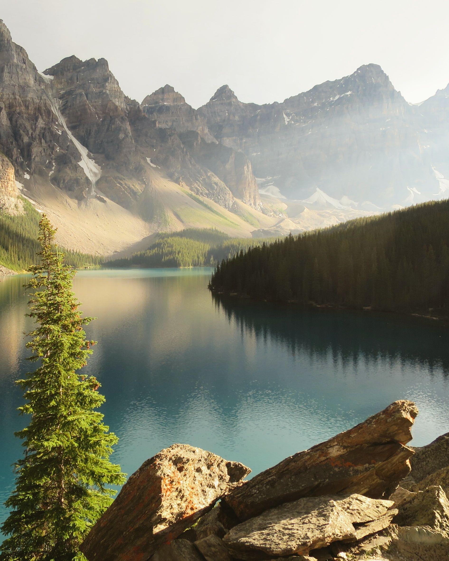 Sun Rays Over Moraine Lake [OC] [1926x2409] http://bit.ly/2ben0p7 @tachyeonz