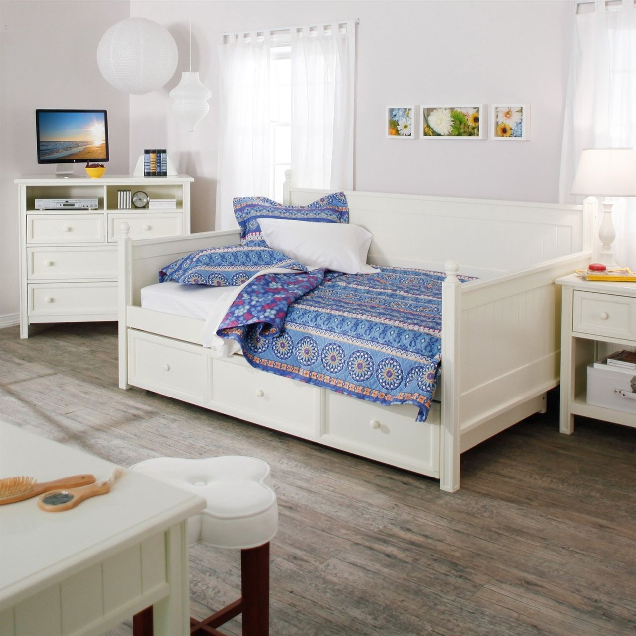 Full White Wood Daybed With Pull Out Trundle In 2019 Trundle Beds