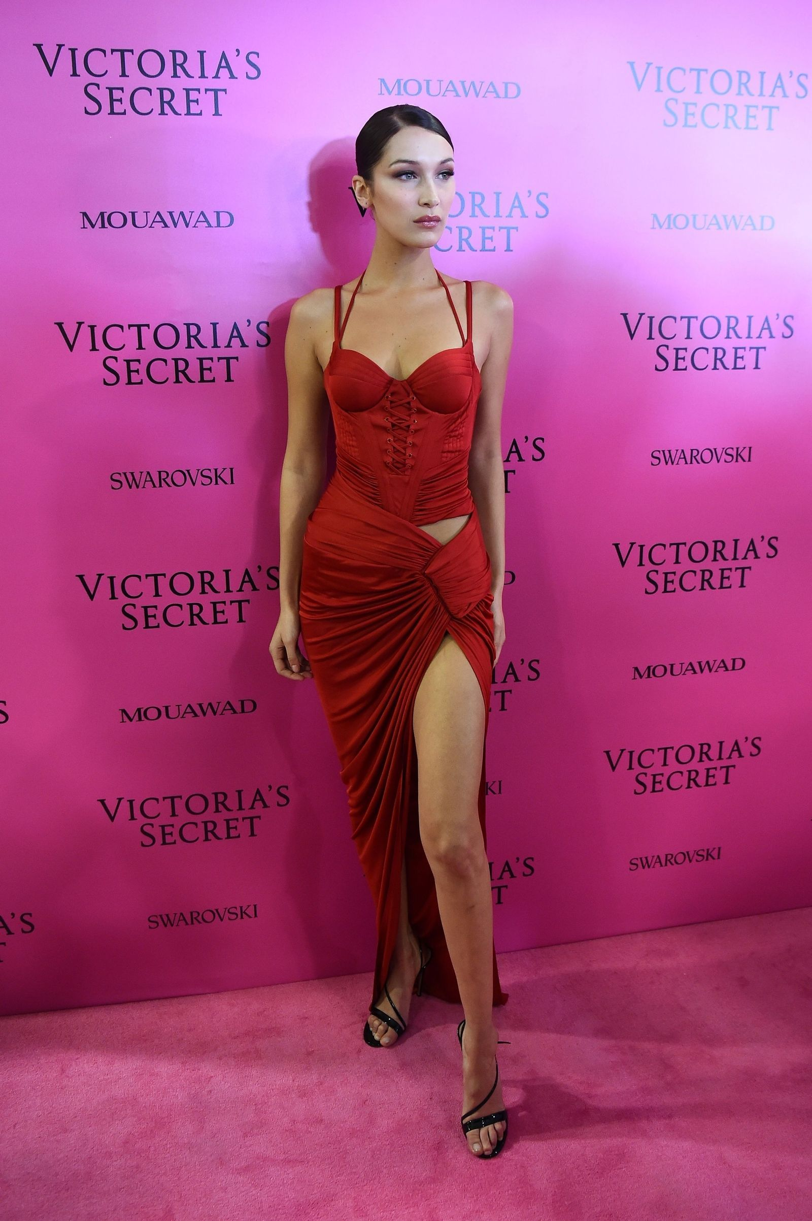 Bella Hadid Is a Bombshell in Red at the Victoria\'s Secret Fashion ...