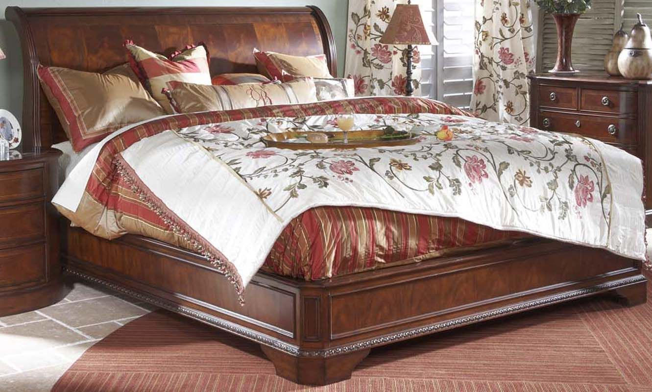 Beautiful King Size Sleigh Bed With Thick Comforter
