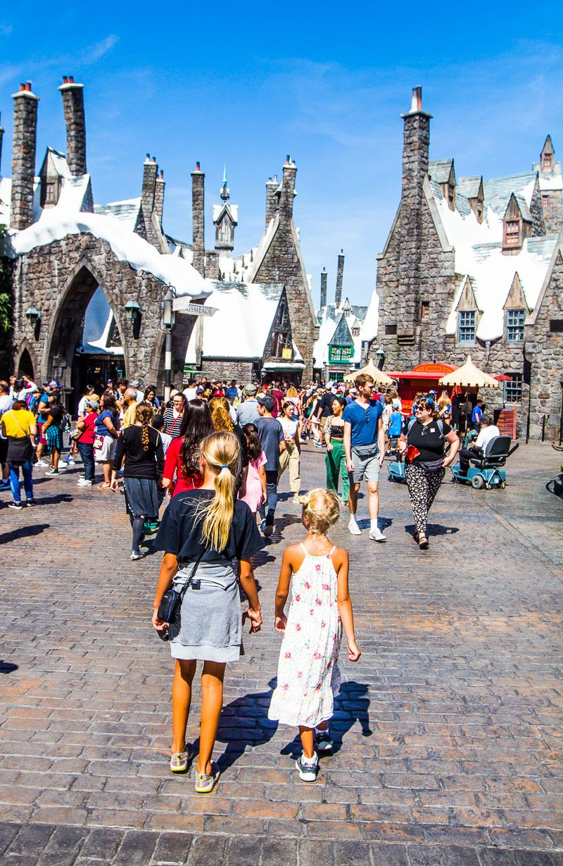 20 Fun Things To Do In Los Angeles With Kids Los Angeles With Kids Warner Bros Studio Tour Los Angeles Attractions