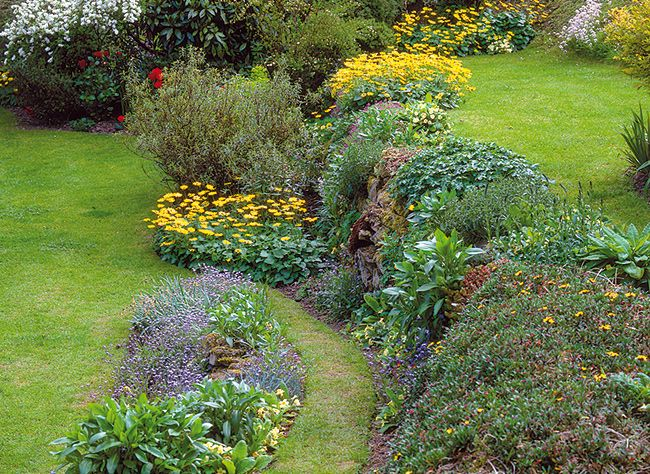 Jardin en pente  scène de rocaille utile et décorative