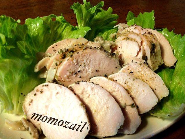 久しぶりに鶏ハム作りました 粗挽き黒こしょうをまぶして、漬け込み〜出来上がりまで一日です(^_^) - 193件のもぐもぐ - 鶏ハム スパイシー☆ by momozail
