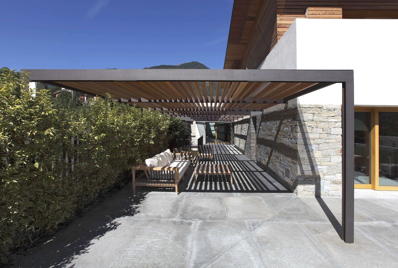 House In Valtellina Lfl Architetti Pergola In 2019 - Aluminum Shade Structure Kits