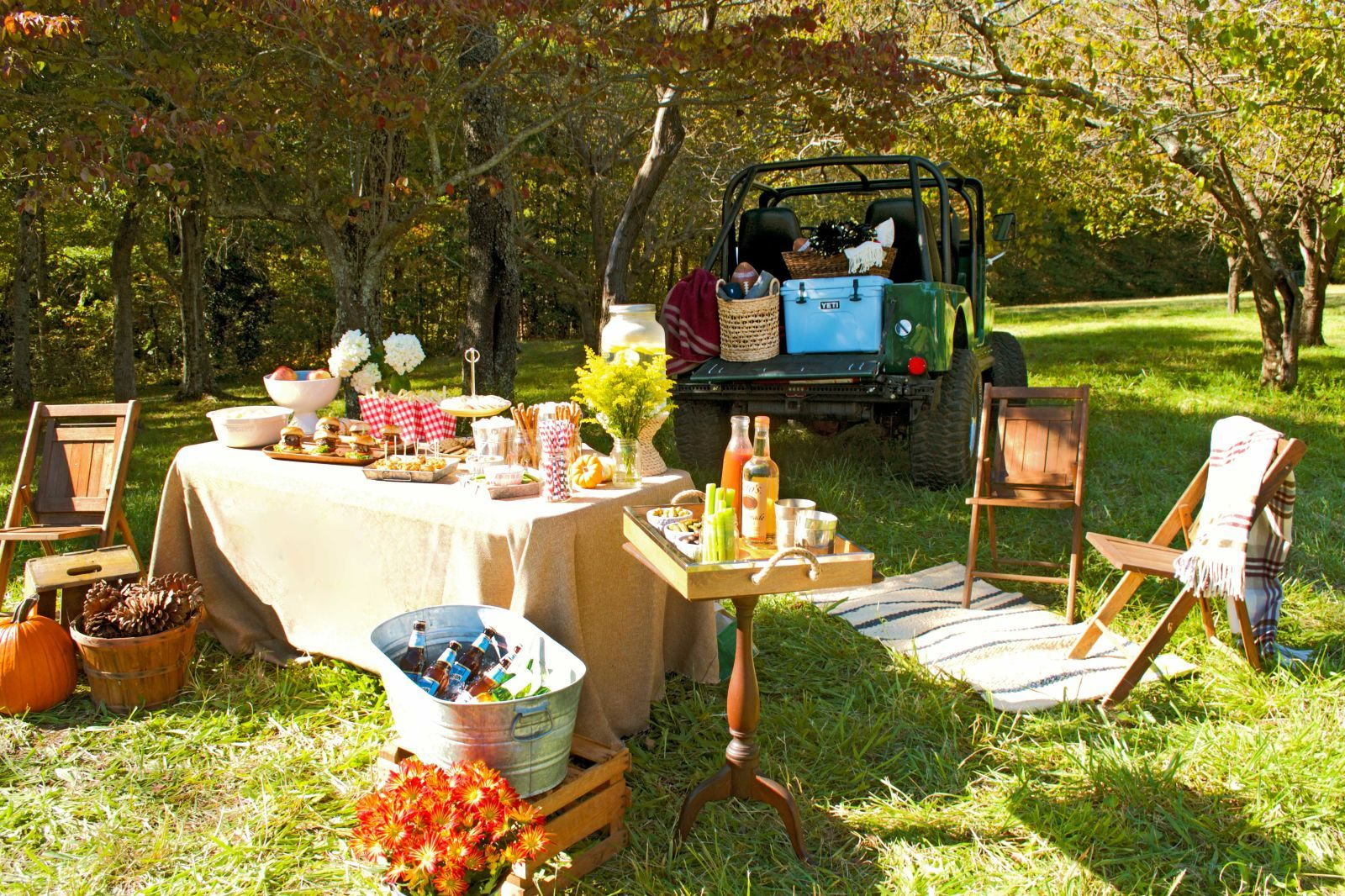 16 secrets to throwing a swanky tailgate party tailgating st 15 secrets to throwing a classy tailgate party townandcountrymag arubaitofo Image collections