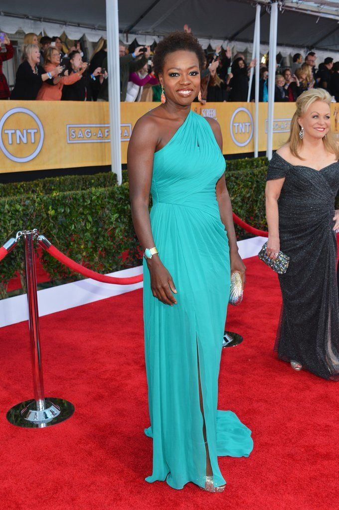 Viola Davis wowed in a turqouise Monique Lhuillier gown which she paired with Jimmy Choo sandals and Cathy Waterman jewels. #SAGAwards