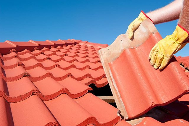 Residentialroofing At Fixmyroof Fix My Roof Has Extensive Experience In Helping Homeowners Find The Right Answers Roof Repair Roof Leak Repair Leaking Roof