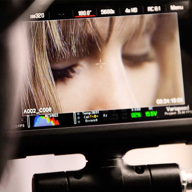 Fresh and radiant – Suki Waterhouse captured on camera in Burberry Fresh Glow Foundation