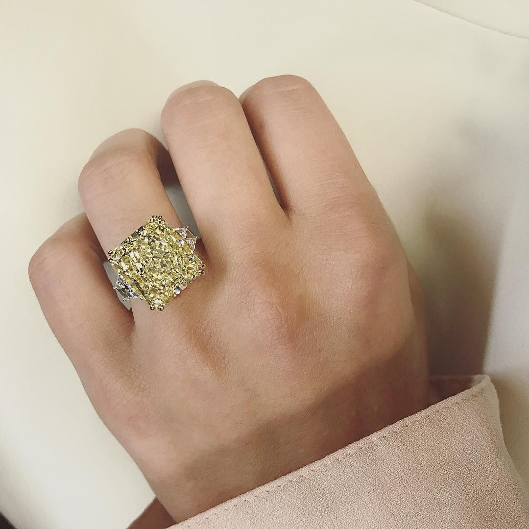 It S Monday We Thought You Needed This 10 Carat Light Yellow Diamond Yellow Diamond Rings Yellow Diamond Pink Diamond Yellow Diamond Rings