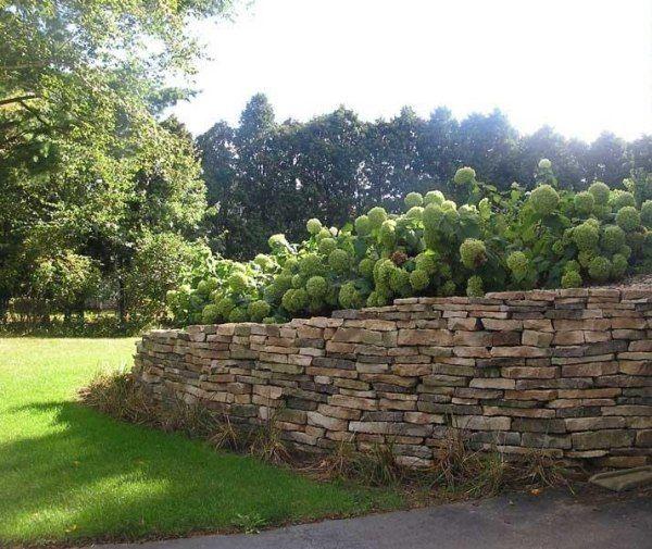 Naturstein Mauer im Garten errichten | Gartenmauer | Pinterest ...