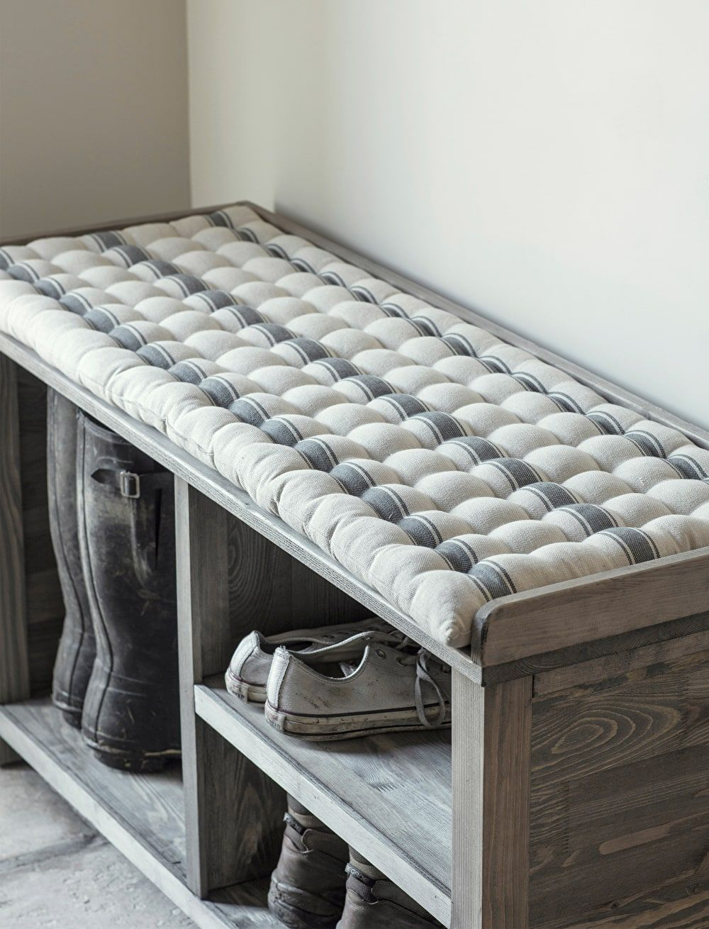 A Cotton Aldsworth Welly Bench Cushion In Grey And Off White