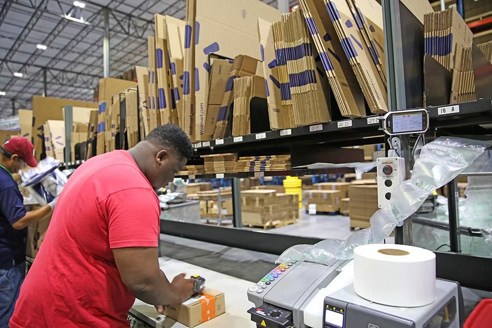 Walmart Opens 300m E Commerce Fulfillment Center In Polk County Tampa Bay Business Journal Ecommerce Walmart Central Florida