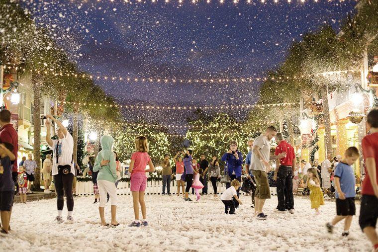 How To Enjoy The Holidays At Walt Disney World For Free Celebration Florida Orlando Activities Florida